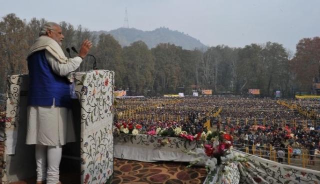 0.55659500_1446887254_pm-modi-at-a-public-rally-in-srinagar-7